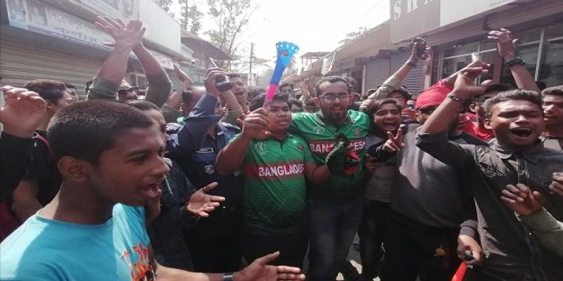 পিরোজপুরে ক্রিকেট প্রেমীদের বাধ ভাঙ্গা উল্লাস